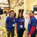 Daniel Solares, izquierda, Krismely Garcia y Christopher Rivera eran entre los 125 delegados del Encuentro Región 2